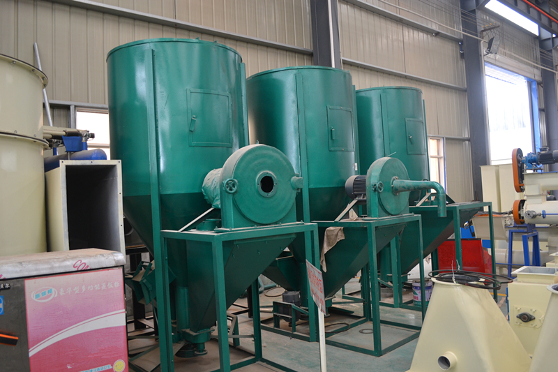 0.5-0.7T/H vertical feed grinder mixer